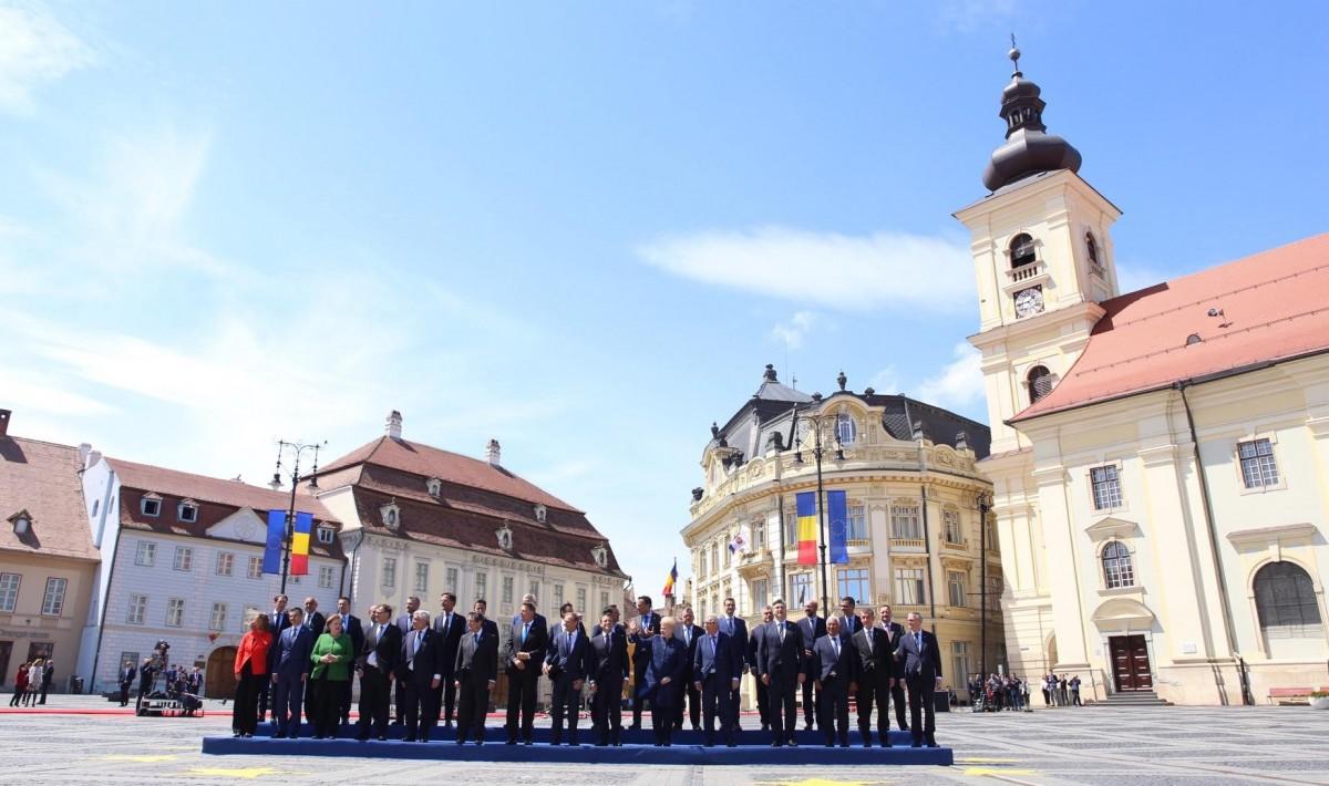 """De ce n-au mai venit la Sibiu """"artiștii de talie mondială"""" să cânte după Summit. Războiul palatelor"""