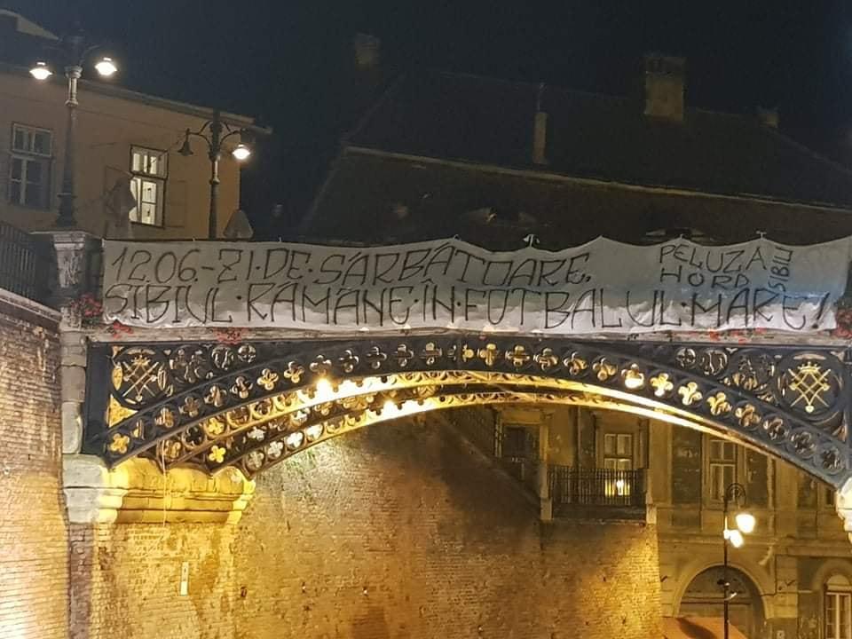 Suporterii FC Hermannstadt, mesaj de susținerepe Podul Minciunilor