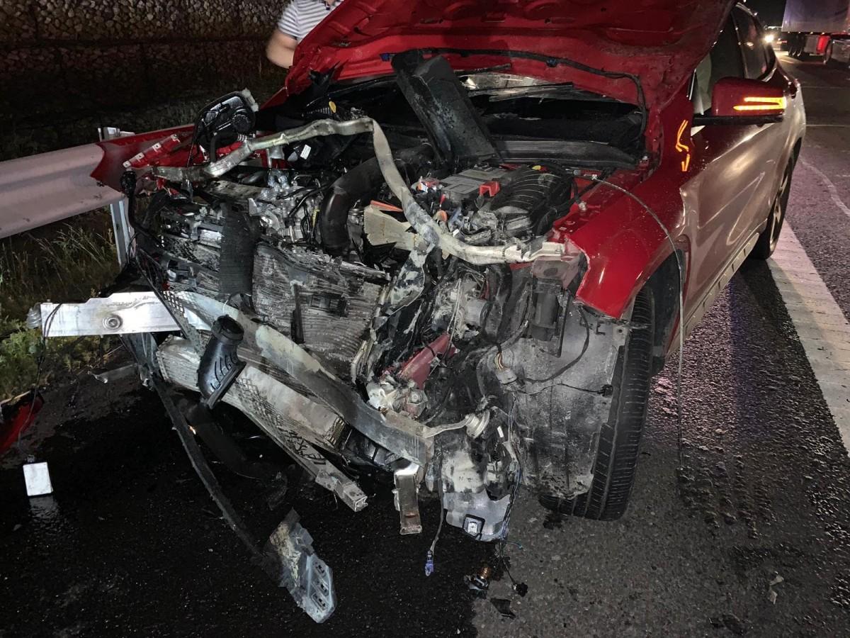 Urs lovit de patru mașini, pe autostrada Sibiu-Sebeș. 2 copiiau primit îngrijiri medicale
