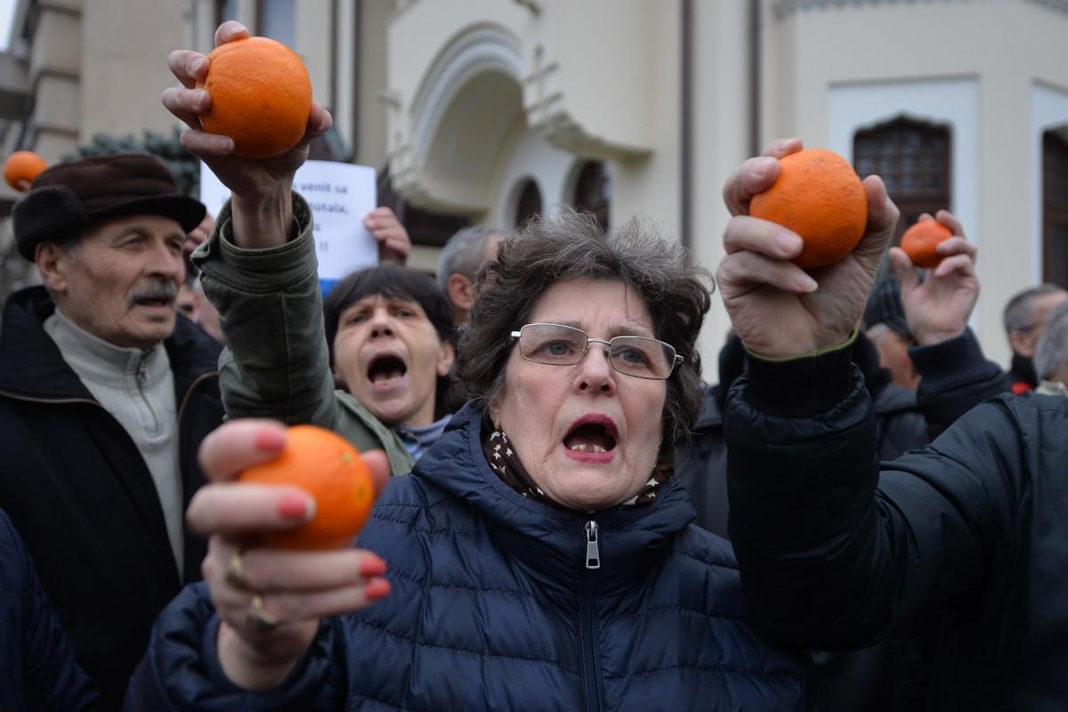 """Protest la Palatul Cotroceni. """"Iohannis este într-o derută logică totală"""""""