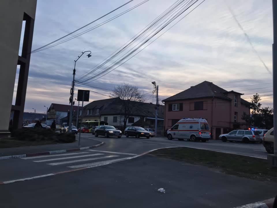 Accident pe bulevardul Coposu, aproape de Podul Gării. Un bărbat a fost rănit