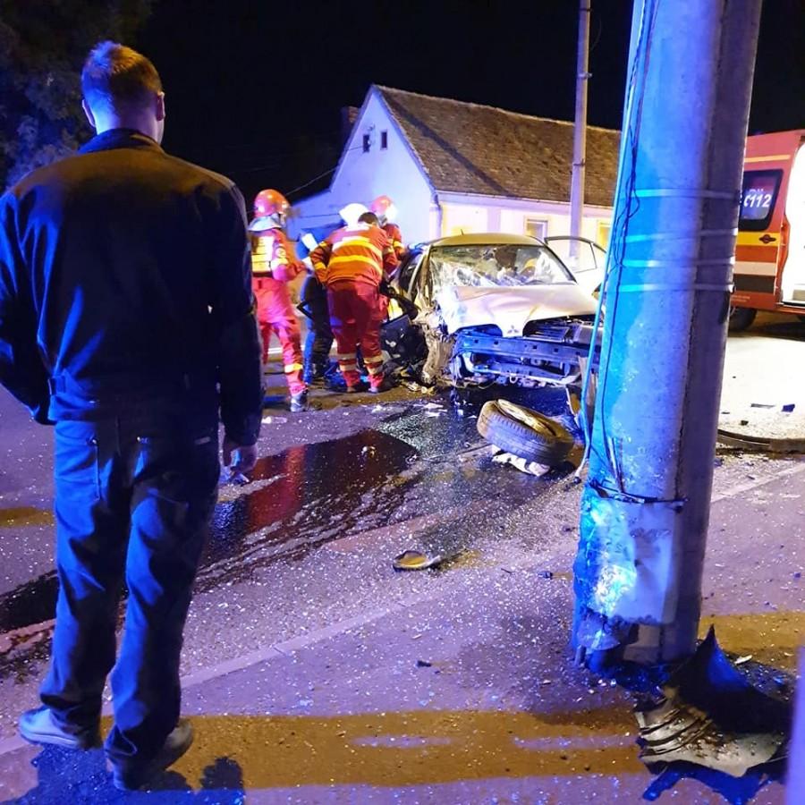Accident grav azi-noapte, în Sibiu. O mamă și un copil răniți
