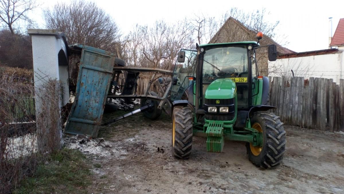 Accident grav, din neatenția unui tractorist: un băiețel, strivit de o remorcă