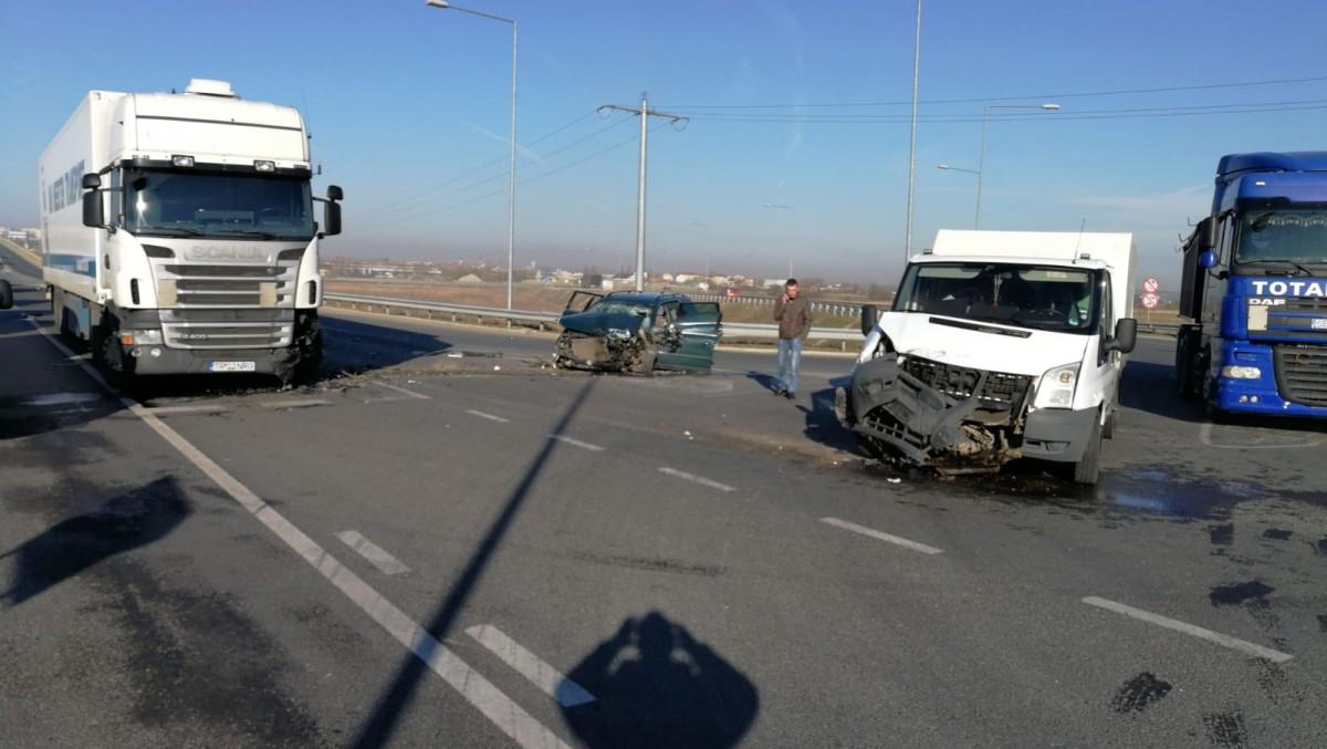 Accident la ieșirea de pe autostradă spre Agnita. Cinci răniți