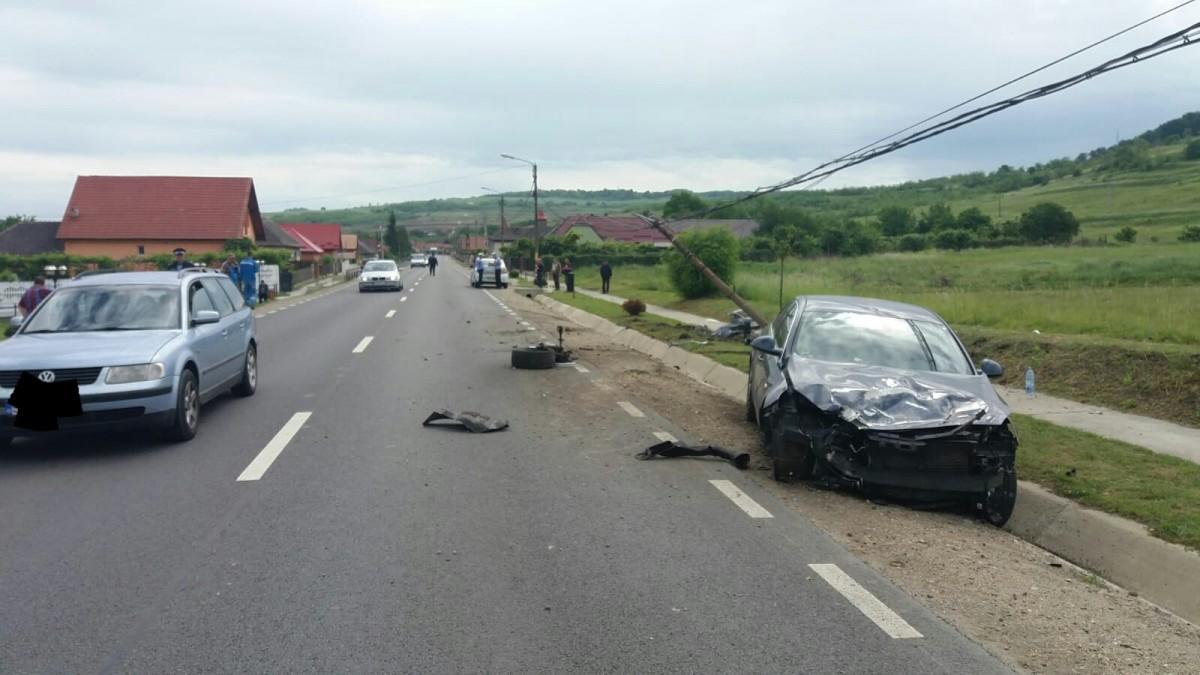 Accident cu trei mașini pe DN14. S-au întâlnit doi vitezomani | Foto