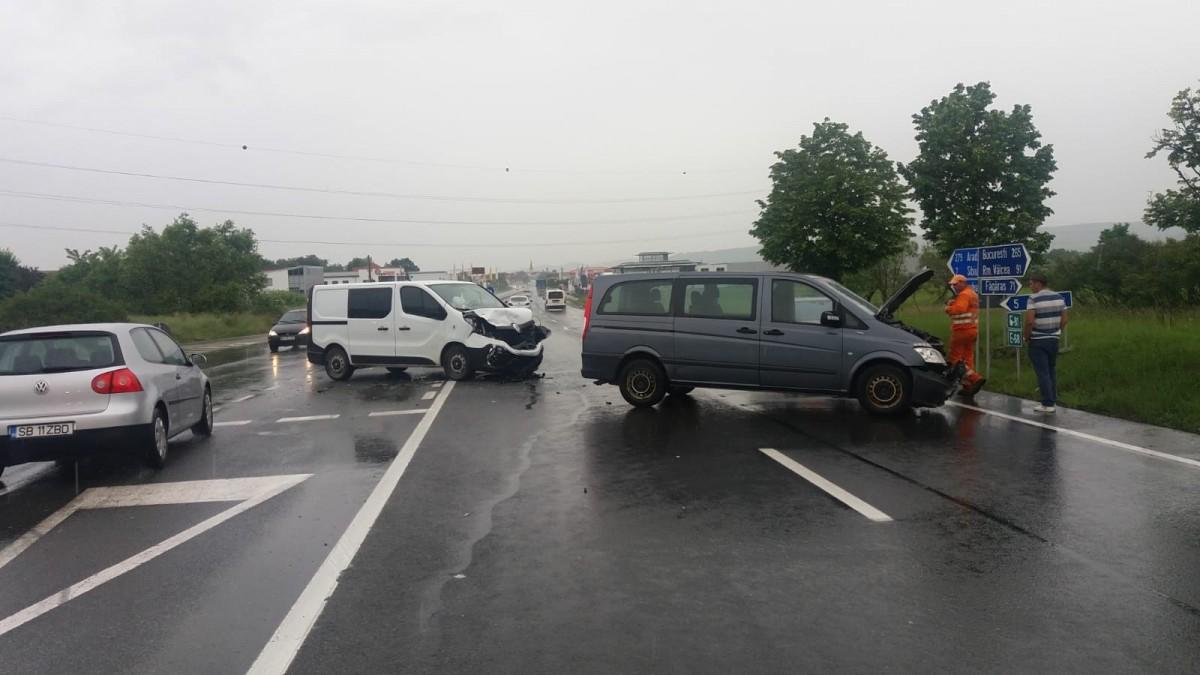 Tot mai multe accidente în intersecția spre Cisnădie. Giratoriul rămâne doar un vis