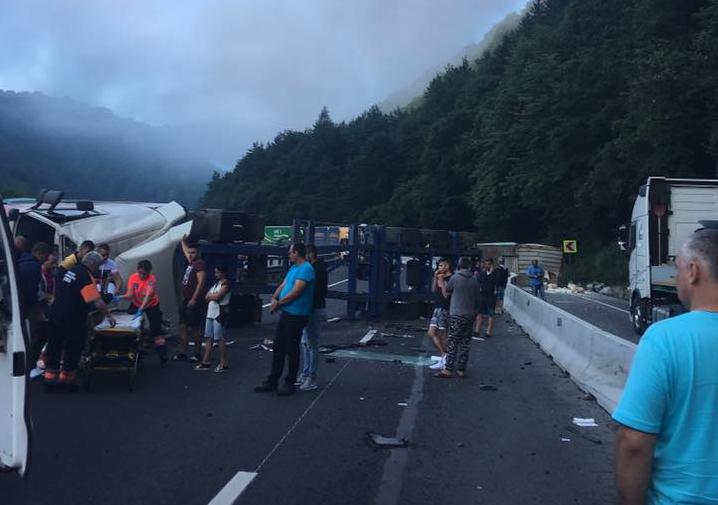 ACTUALIZARE-Accident grav pe Valea Oltului. Traficblocat total