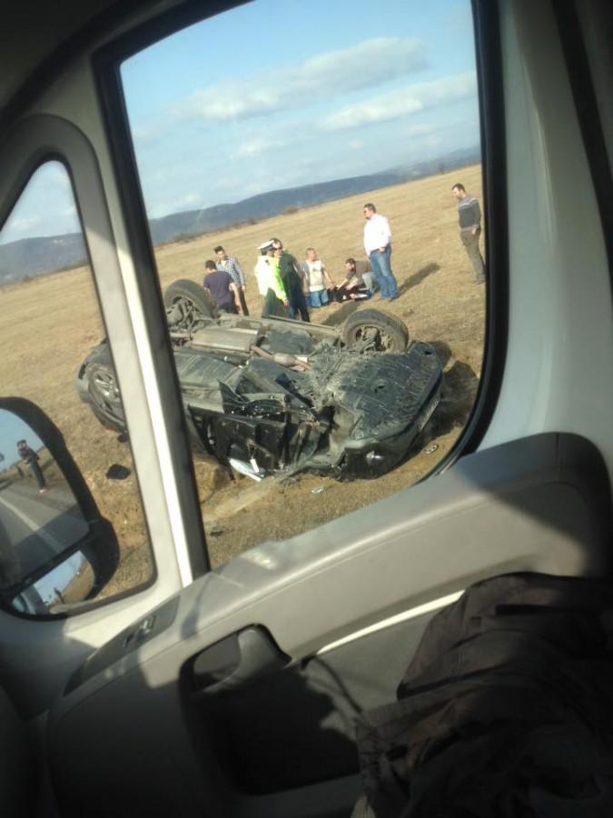 ACTUALIZARE - Un SUV s-a răsturnat în afara DN1