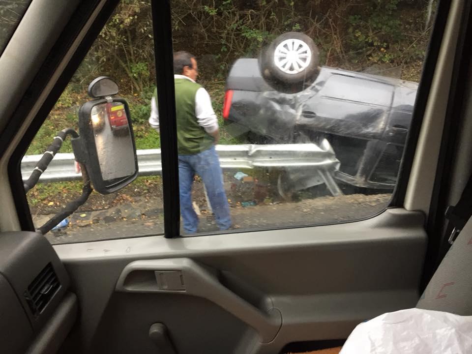Șoferiță rănită după ce s-a răsturnat cu mașina, la Hula Bradului. Avea viteză