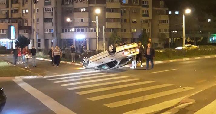 Accident spectaculos azi-noapte pe Coposu. S-a răsturnat în giratoriu