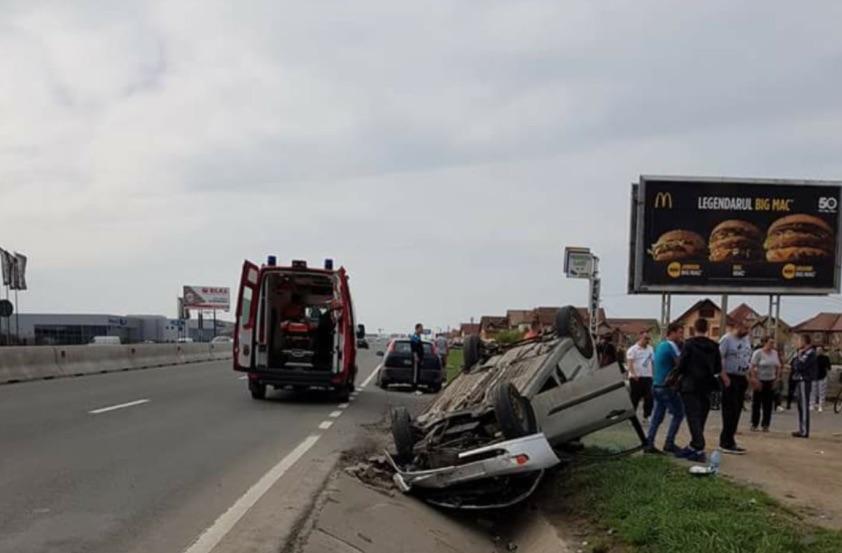 Accident pe DN 1. Două mașini sunt implicate FOTO