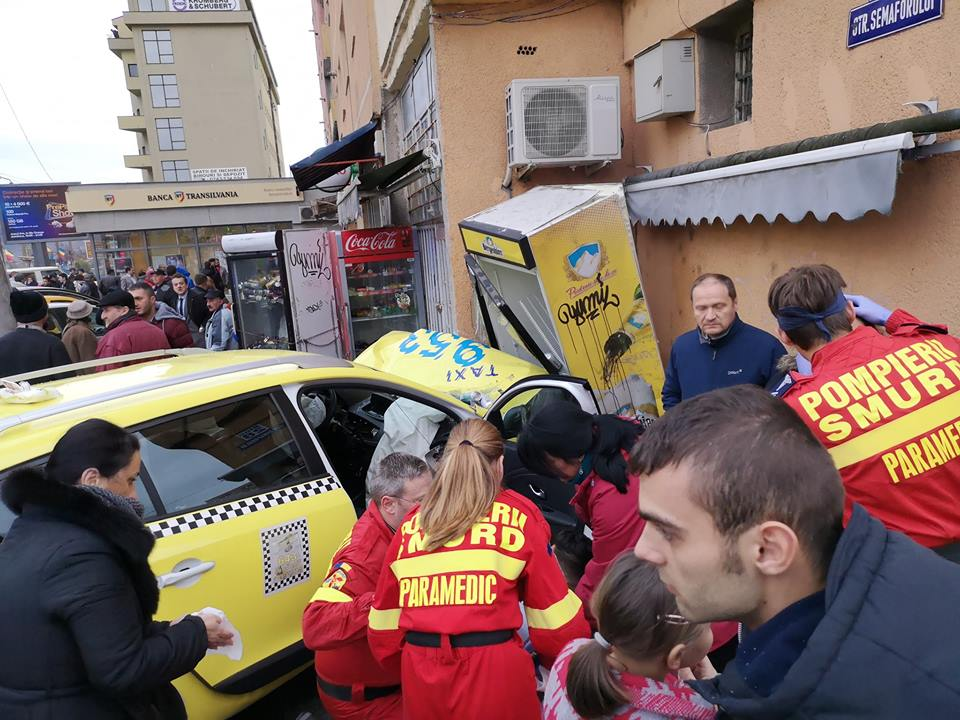 Accidentgrav lângă piața din Vasile Aaron.Șoferul microbuzului nu a acordat prioritate