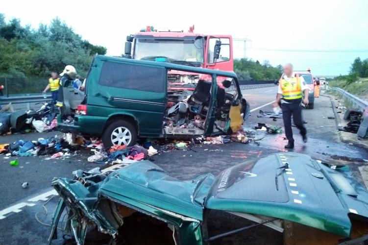 Video | Numărul românilor morți în accidentul din Ungaria a crescut la nouă. Şoferulera live pe Facebook