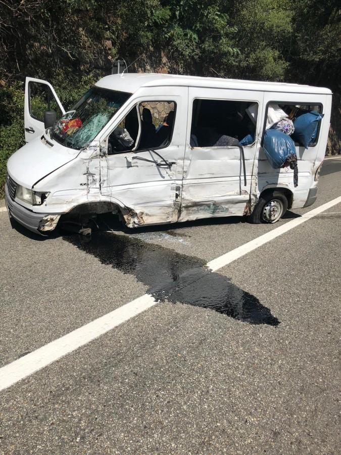 Accident grav pe Valea Oltului. Coloană de mașini pe 8 km