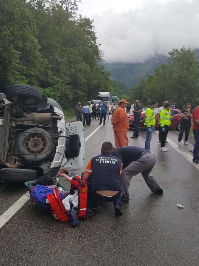 Accident cu patru victime pe Valea Oltului. Trafic blocat