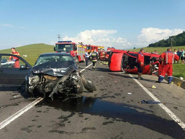 Trei oameni au murit într-un grav accident pe DN 1