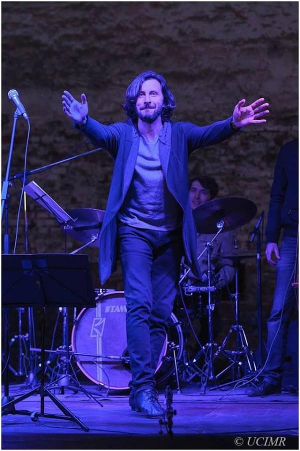 """Adrian Nour concertează la Biblioteca Astra cu un program """"de la Beatles la standarde jazz"""""""