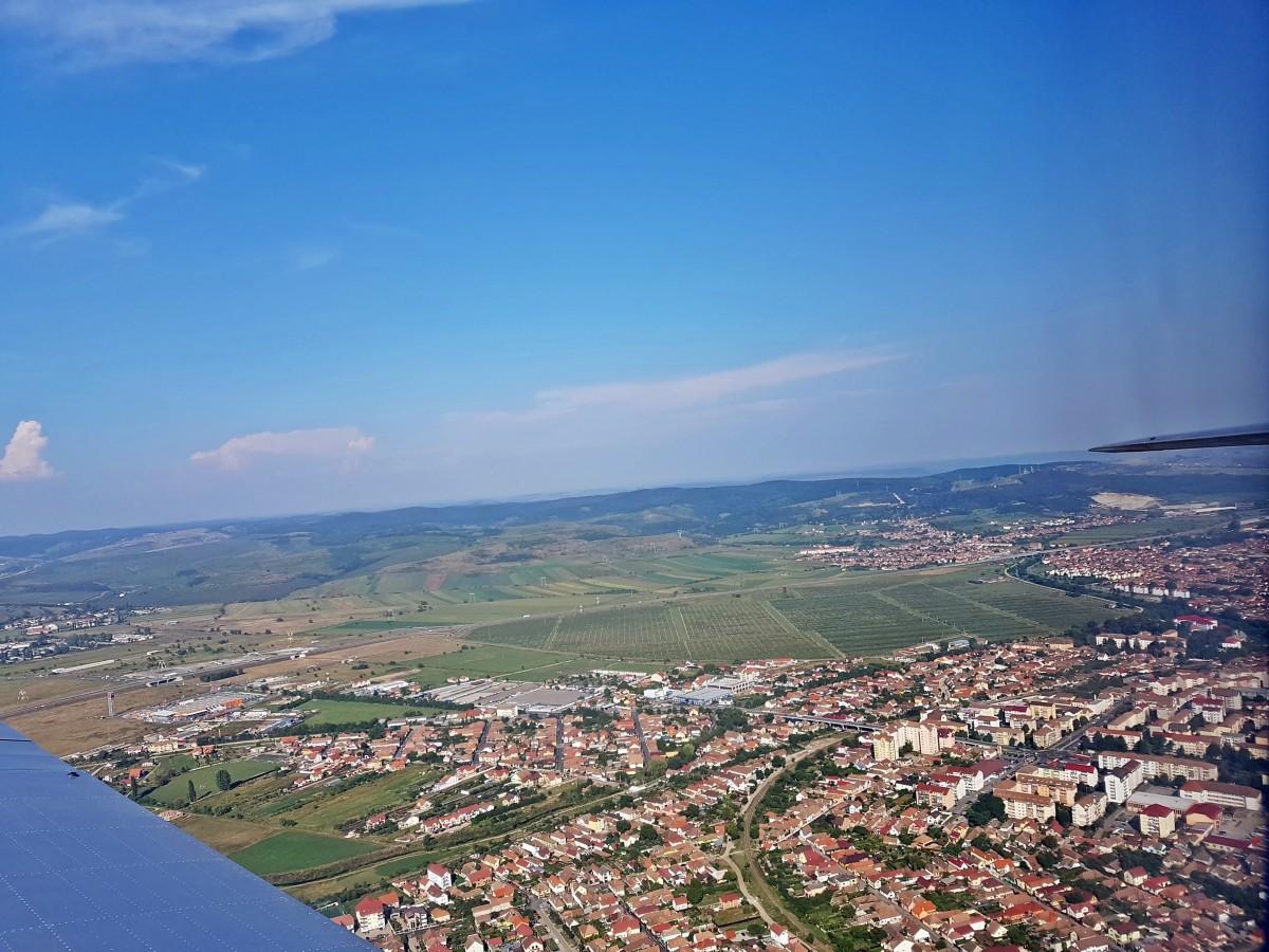 Vila din Sub Arini vs. Garsoniera din Șelimbăr