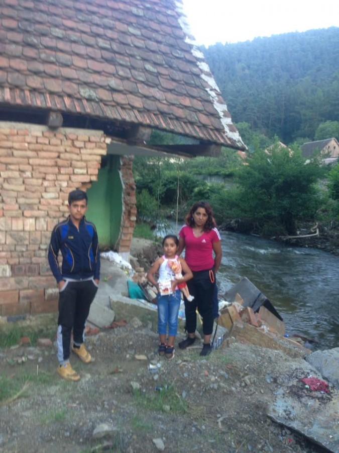 Unul din micii fotbaliști din Săliște a rămas fără casă, în urma inundațiilor. Clubul strânge fonduri