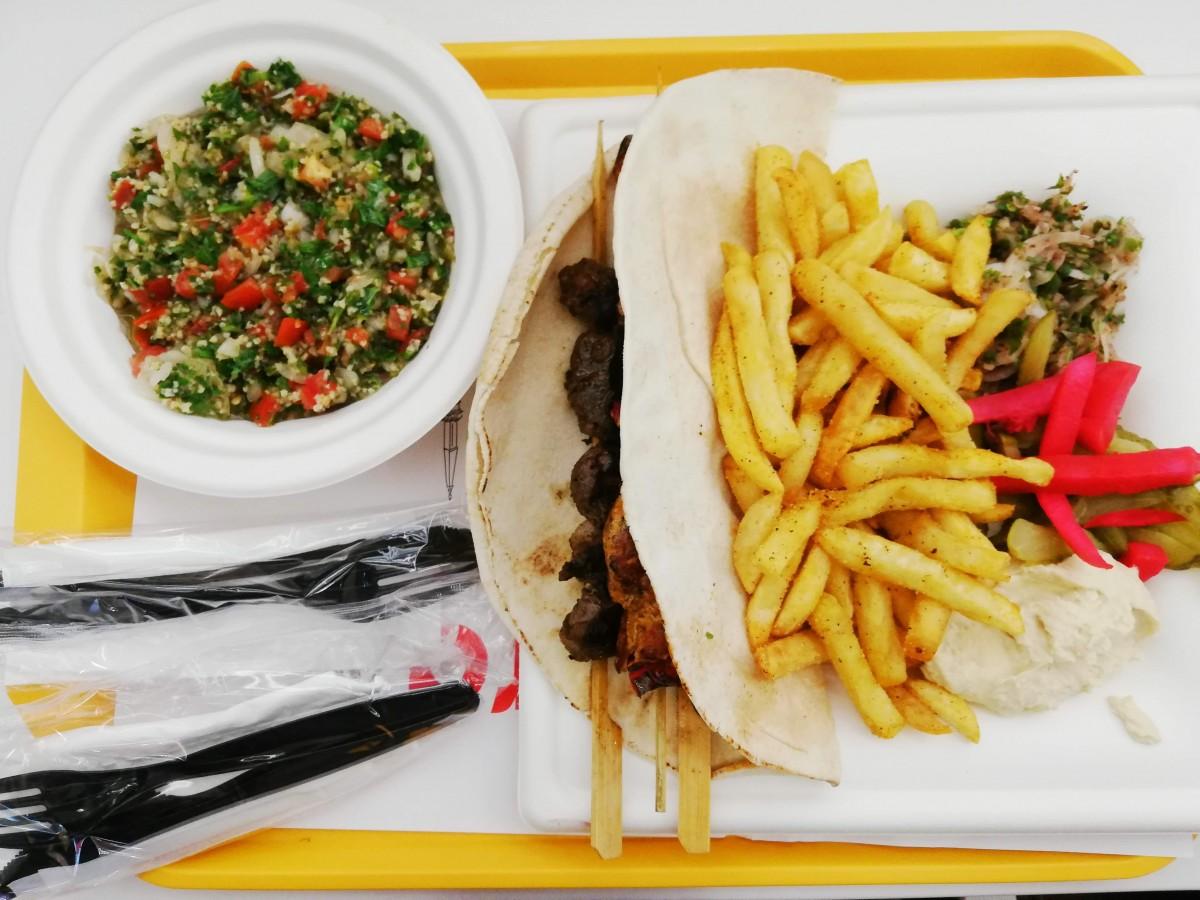 Mâncare libaneză la mall. Al Hamra e o alternativă bună la fast foodurile cu prea mult aluat