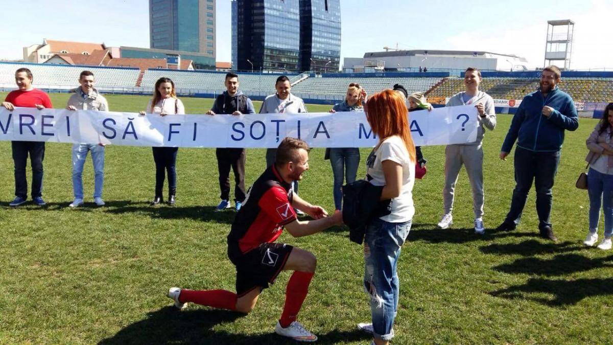 Cerere în căsătorie pe Stadionul Municipal