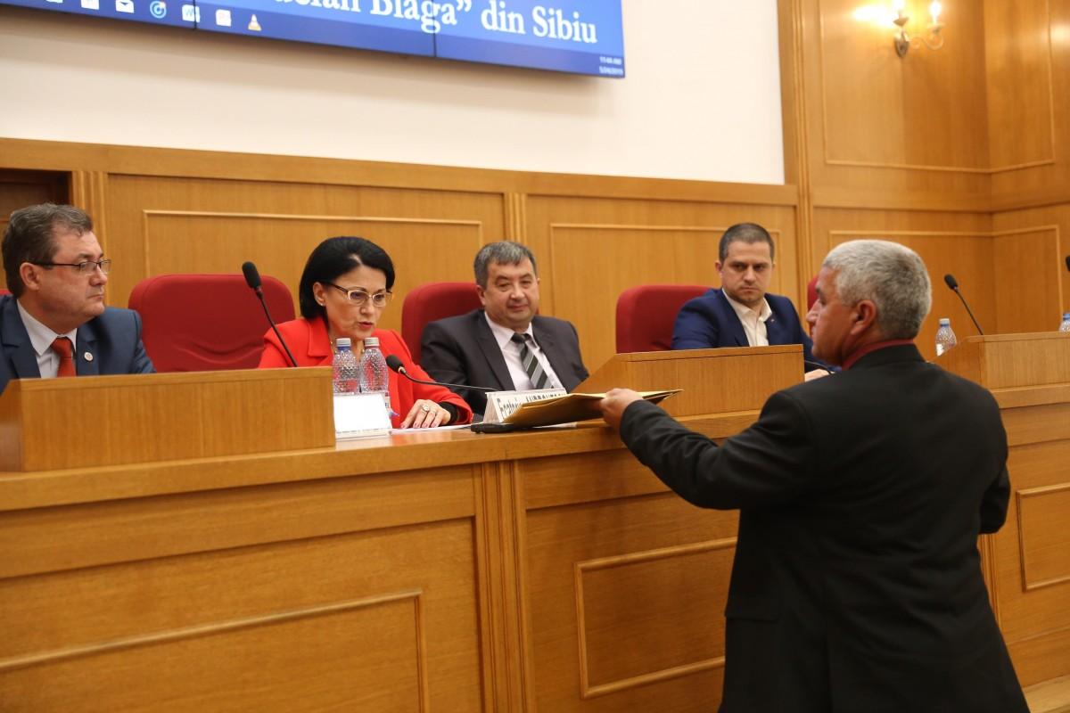 Directorul CCDSibiu, evaluat nesatisfăcător la București în anul în care instituția a fost cea mai bună din țară. Ce spune ministrul Educației