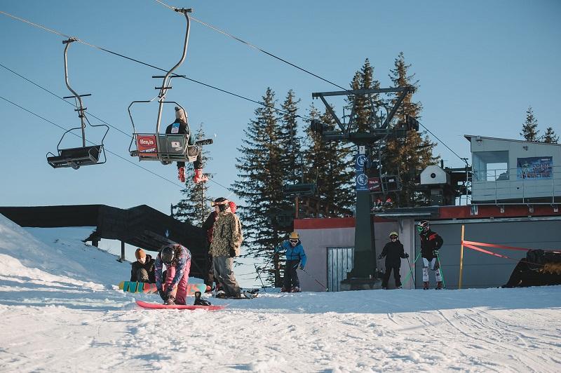 Sărbători cu zăpadă la Arena Platoș Păltiniș