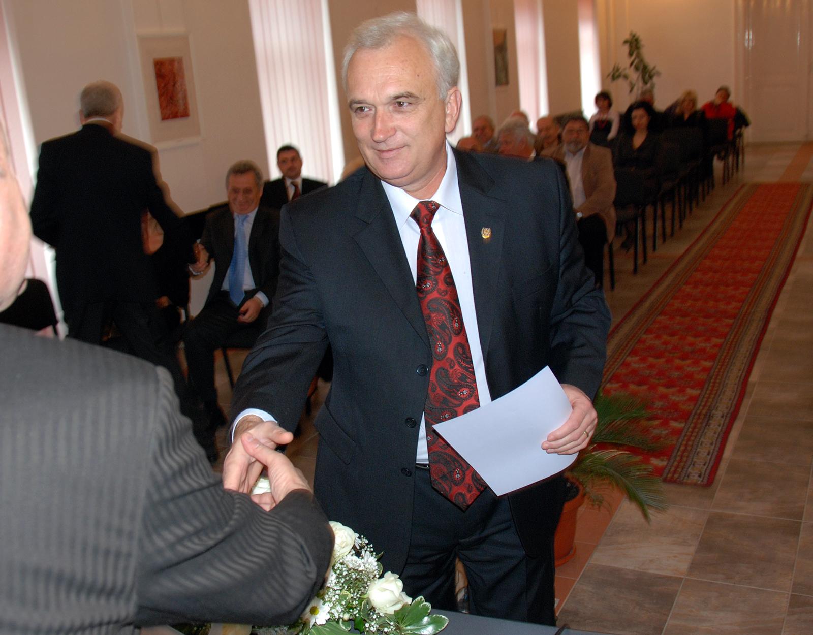 """Candidatul PSD anunțat la Mediaș e incert. """"Va mai fi un sondaj"""""""
