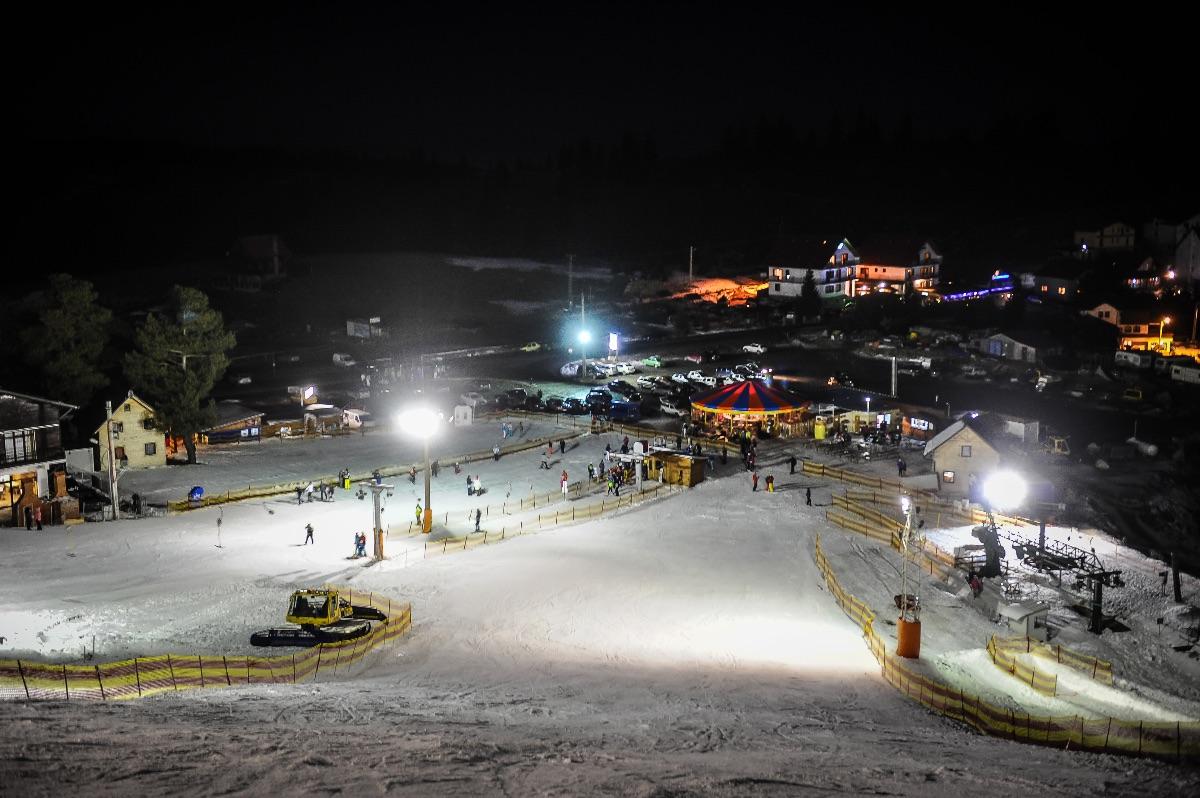 Concurs de drifturi pe zăpadă, la Păltiniș