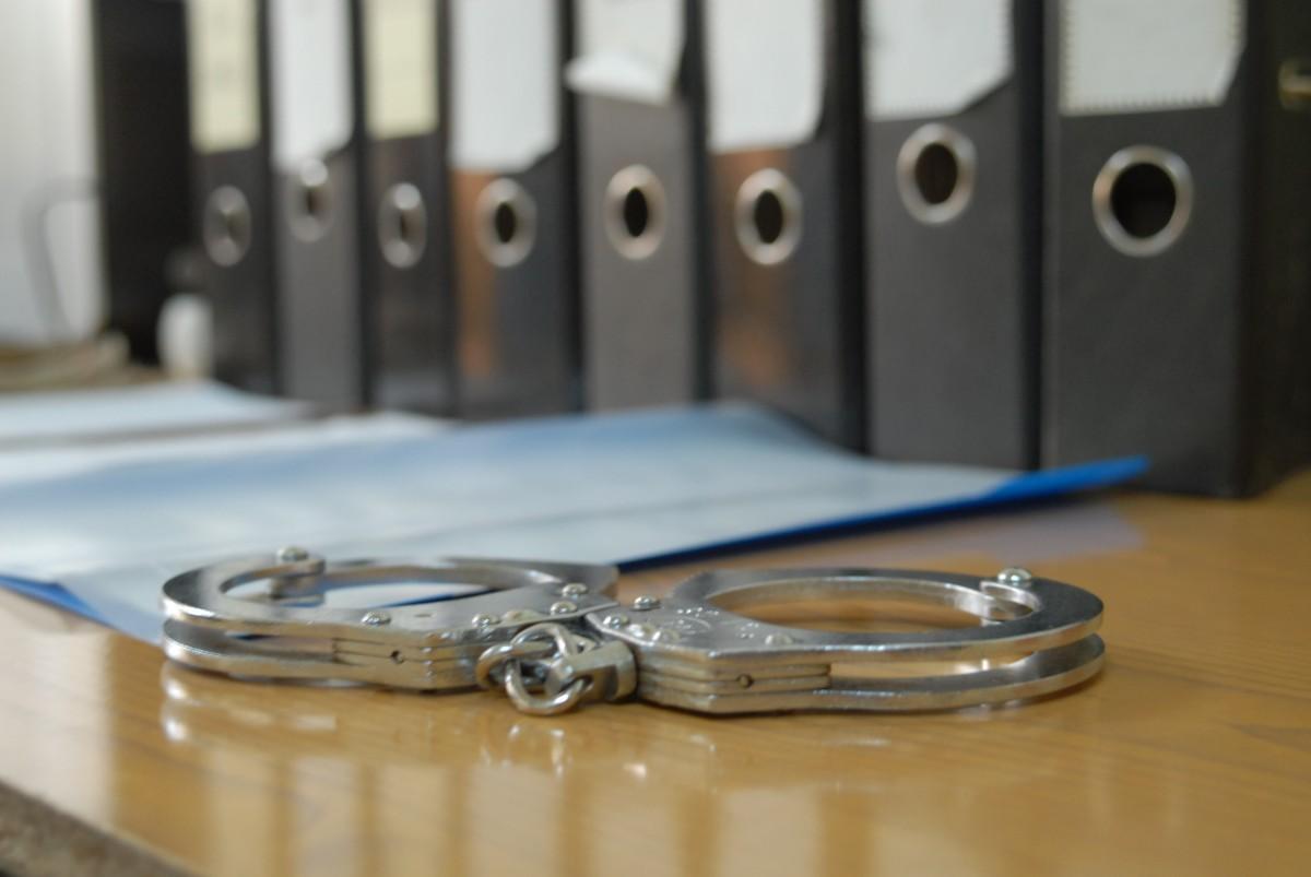 Trei bărbați au fost reținuți după ce ar fi furat 800 de lei din portofelul unui bătrân