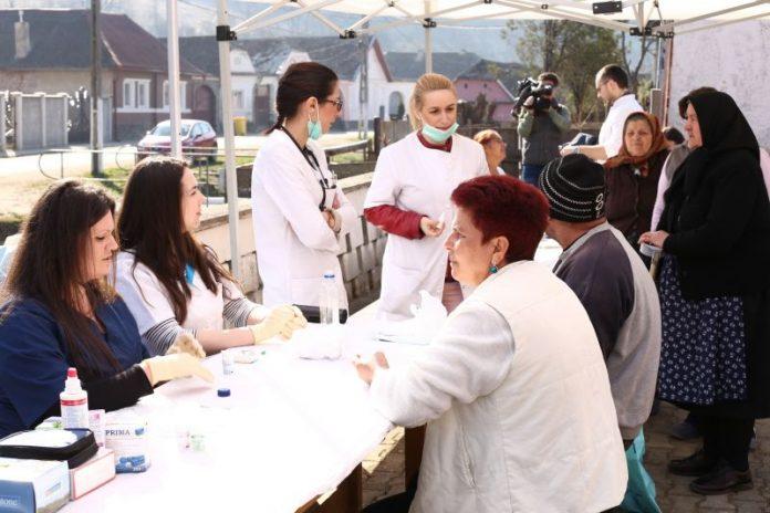 Mai mulți medici voluntari oferă în week-end consultații gratuite pentru sibienii din trei sate