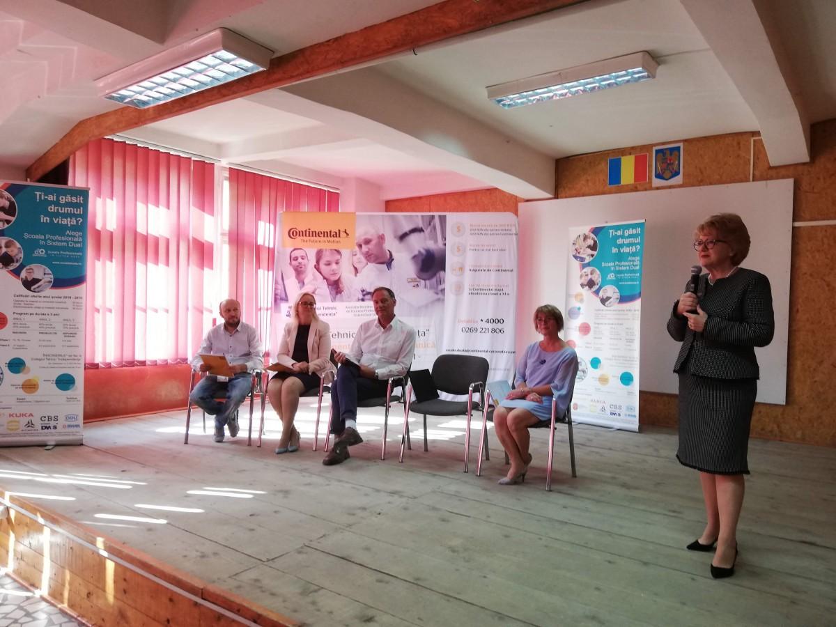 Învățământul dual din Sibiu, susținut de firme străine. Cum pot fi atrase firmele românești?