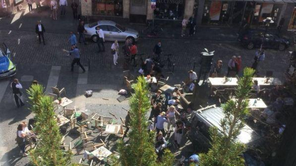 Alertăîn Germania. Mai multe persoane au murit după ce un camion a intrat în mulțime