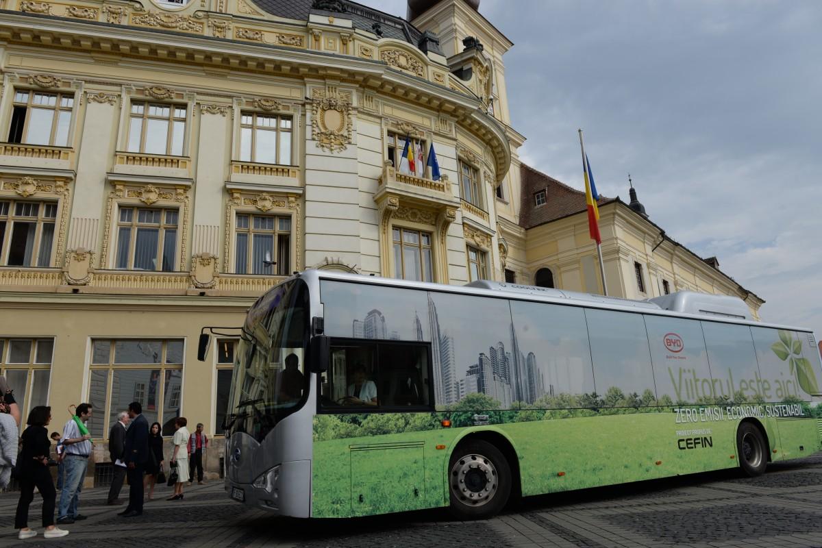 VIDEO Sibiul va avea nouă autobuze electrice care vor circula pe două trasee