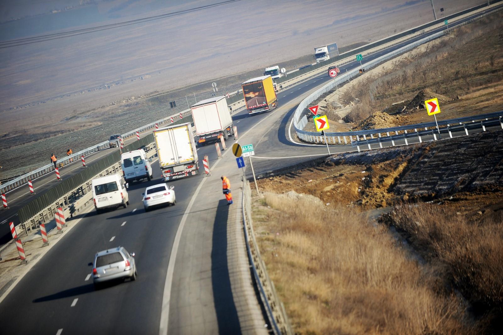 Autostrada Sibiu-Piteşti, la Sfântul Aşteaptă. Sunt şanse mici să fie deschisă circulaţiei în 2020