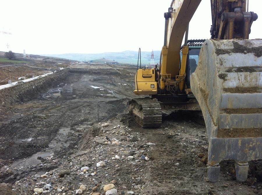 NIMENI! Autostrada demolată a fost și părăsită   Foto