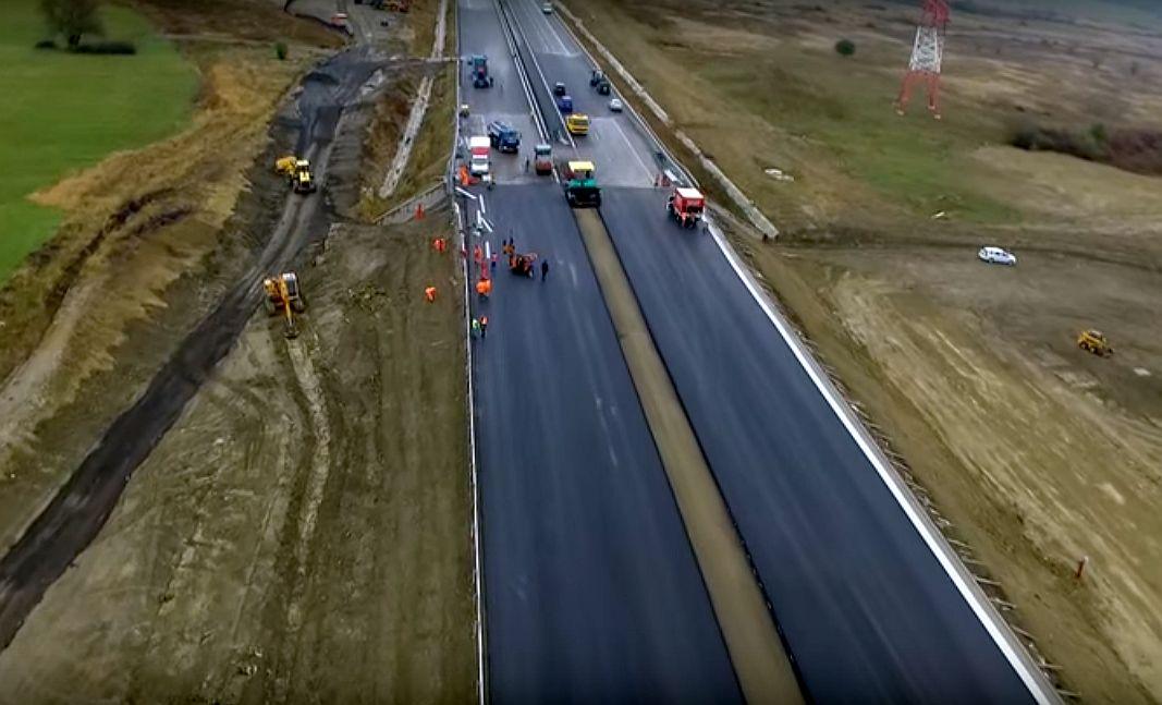VIDEO - Autostrada demolată va fi redeschisă traficuluiastăzi