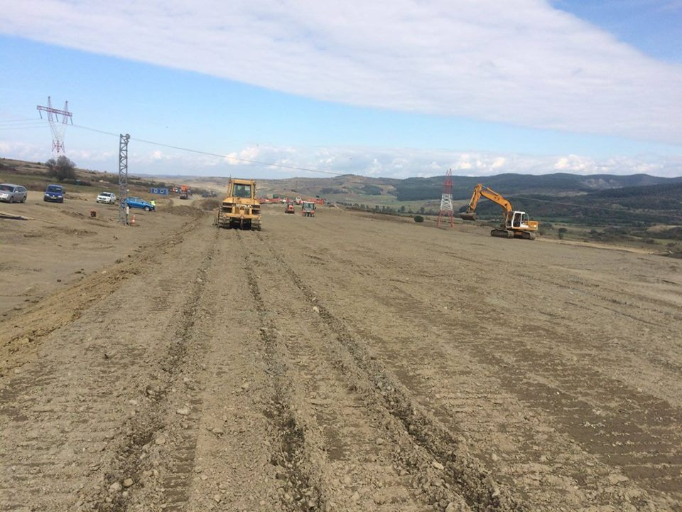 Finalizarea lucrărilor de refacere a autostrăzii demolate, amânată cu câteva zile