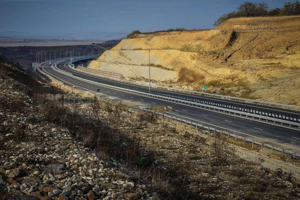 """Cât de """"praf"""" este autostrada dintre Săliște și Cunța"""