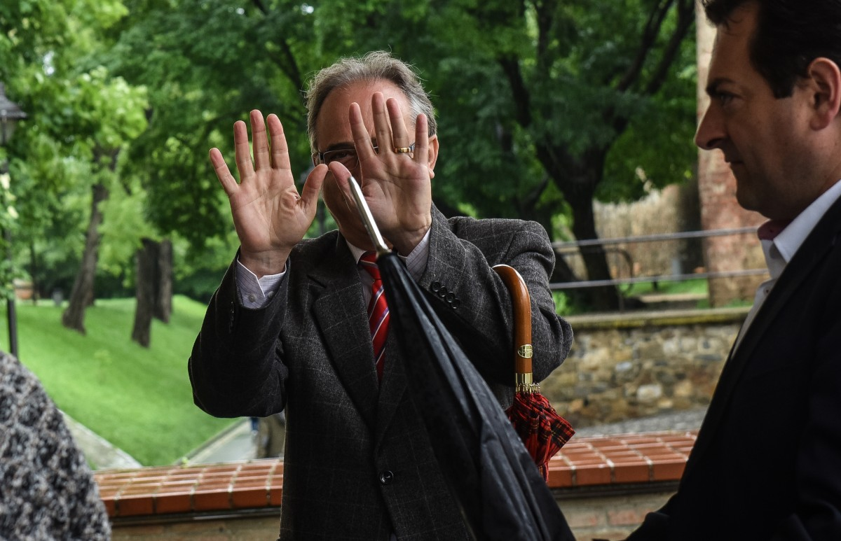 Doar jumătate din cei 12 parlamentari de Sibiu și-au menținut partidul