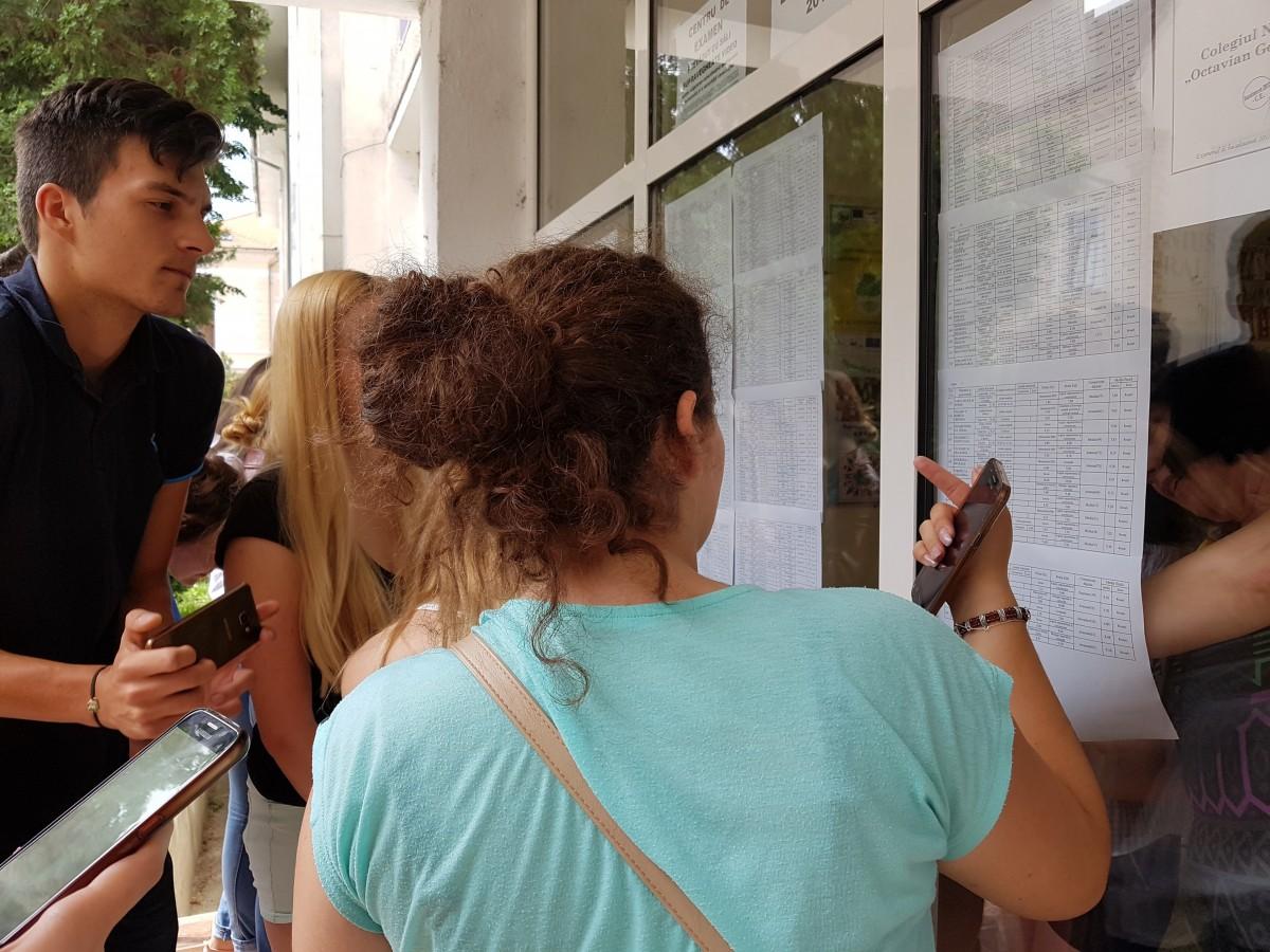 """Elevii sibieni după afișarea rezultatelor la BAC: """"Plec direct la mare"""""""