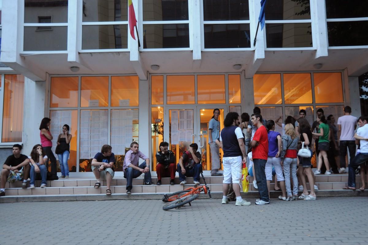 Elevii din Sibiu află post-factum ce note primesc în catalog, dar nu transmit feedbackprofesorilor
