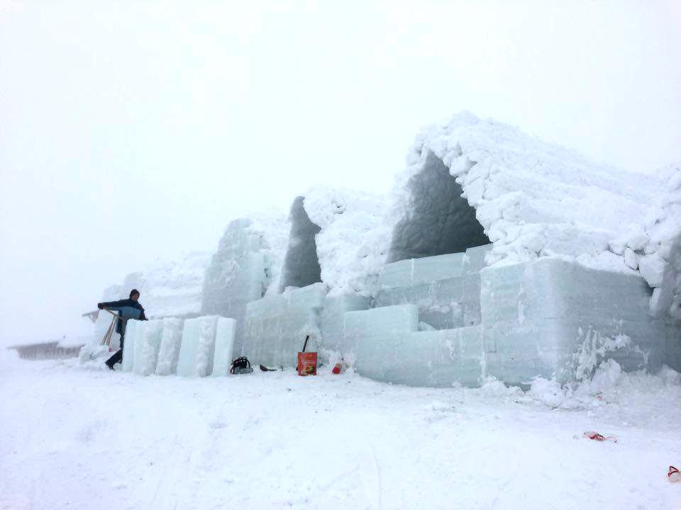 Hotelul de gheață de la Bâlea Lac e aproape gata și își așteaptă vizitatorii/foto-video