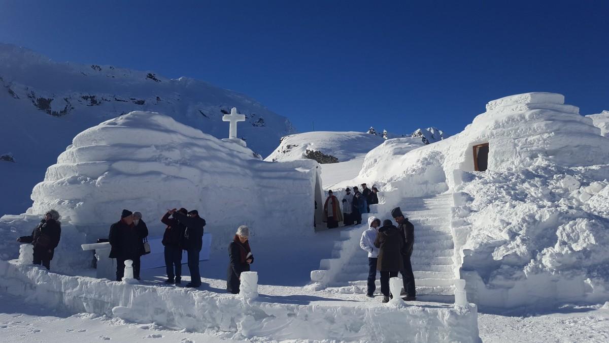 Sfințirea bisericii de gheațăși distracție pe zăpadă, la Bâlea Lac| Foto/Video