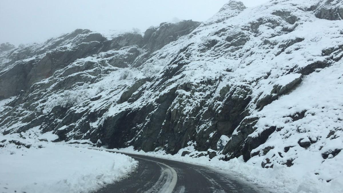 Starea drumurilor din județ. Blocaje pe Valea Oltului, zăpadă pe Transfăgărășan și Transalpina