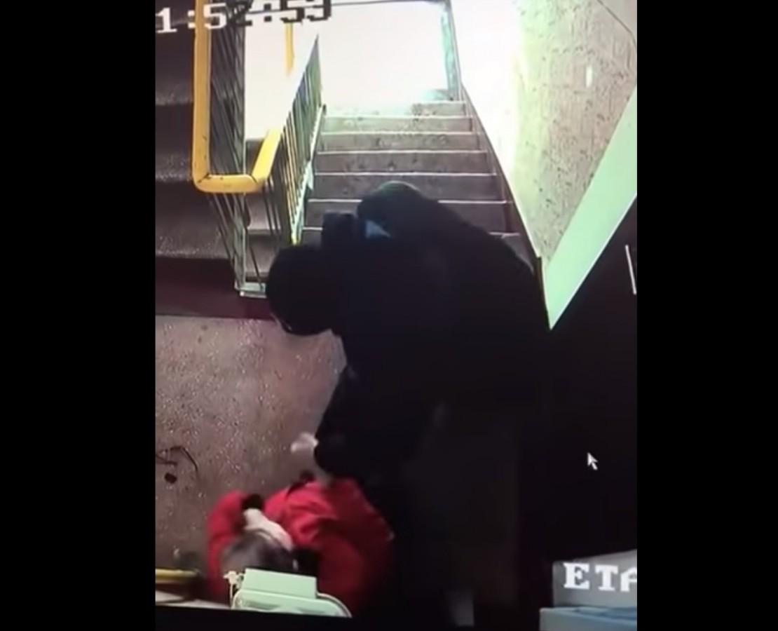 Bătrân bătut cu bestialitate. Agresorul: recent eliberat din închisoare VIDEO