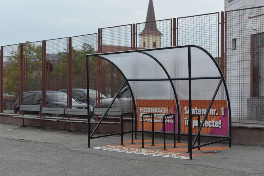 AIOS și Hornbach au dotat trei școli cu parcări pentru biciclete