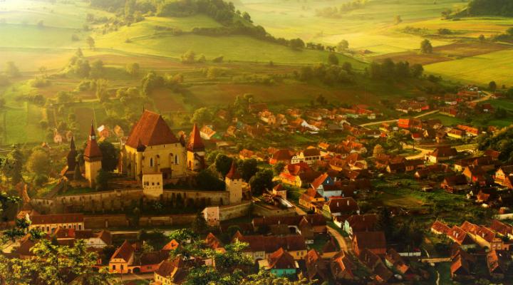 Americanii compară un sat din Sibiu cu Bora Bora și Provence: E ca un decor Disney!