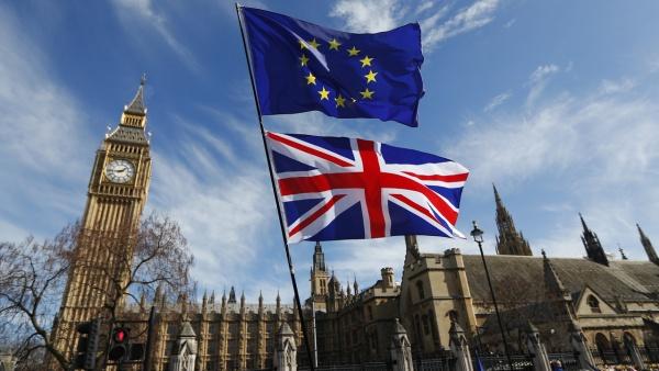 Demisia Theresei May riscă să conducă la producerea unui Brexit fără niciun acord
