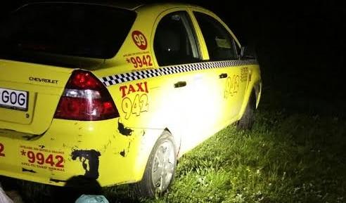 Taxi de la 942 abandonat pe malul Oltului. Șoferul a fugit în tufe
